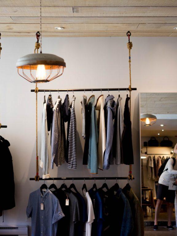 Odzieżowy sklep internetowy – co oferuje?