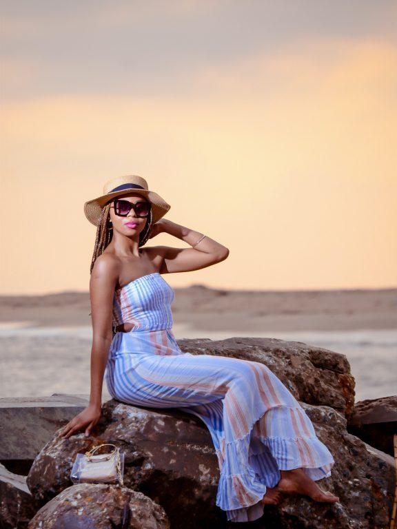 Jakie ubrania jesienne warto kupić na letnich wyprzedażach?